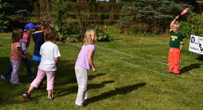 ألعاب حركية للأطفال والهدف منها ـ لعبة إشارة المرور
