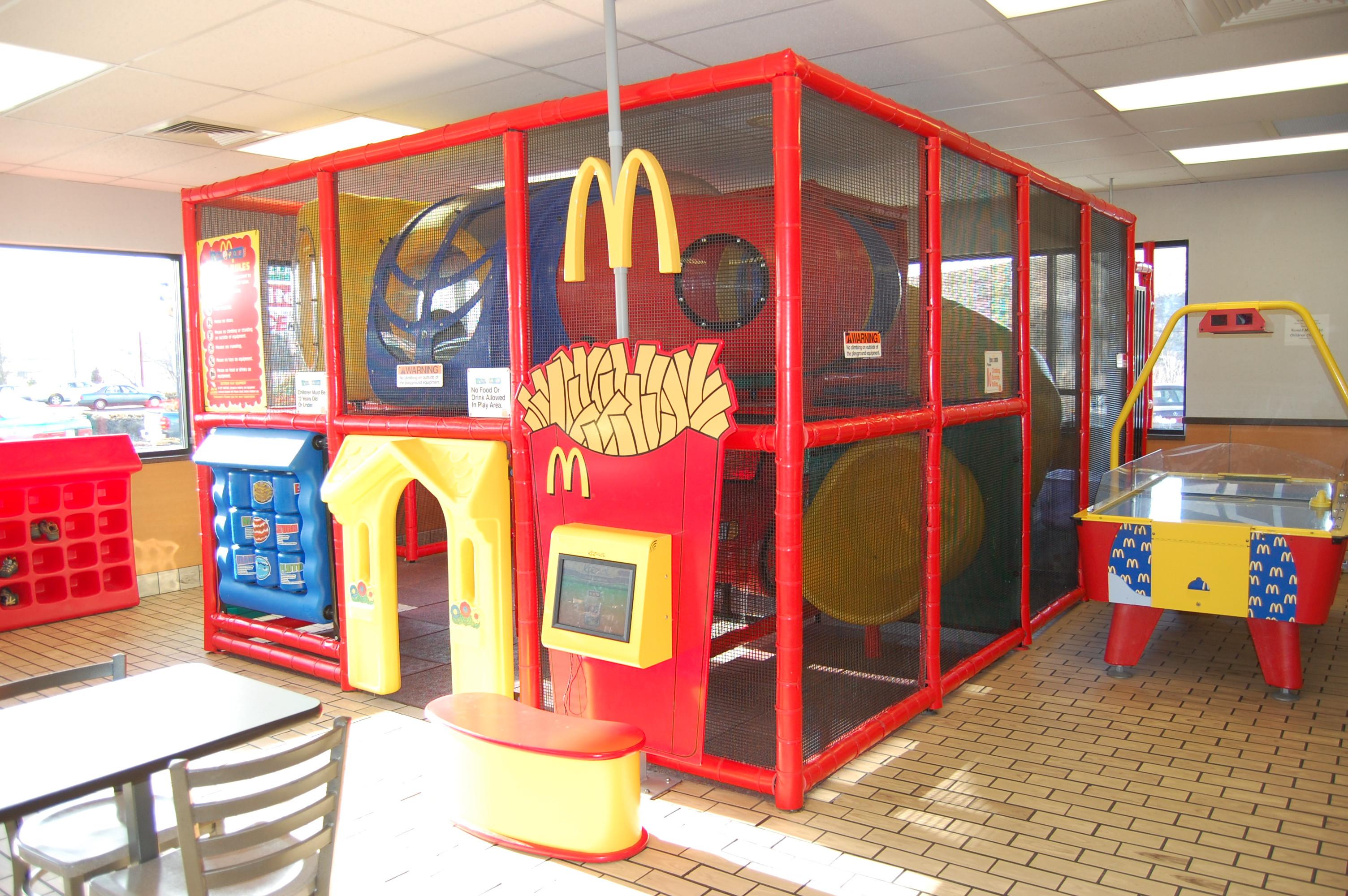 مطاعم فيها ألعاب أطفال ـ ماكدونالز