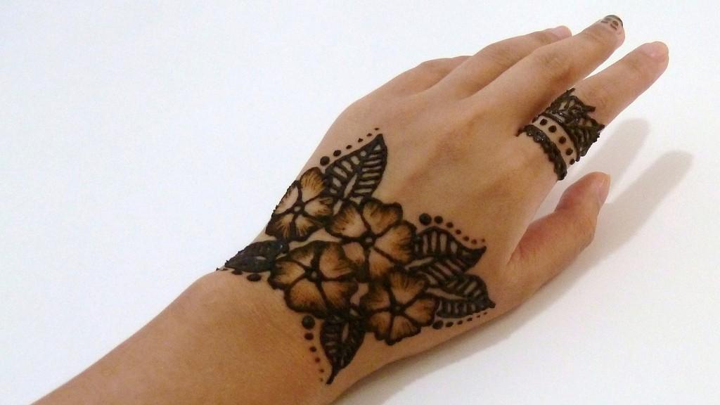الحنة المغربية ـ الأزهار الرقيقة 1