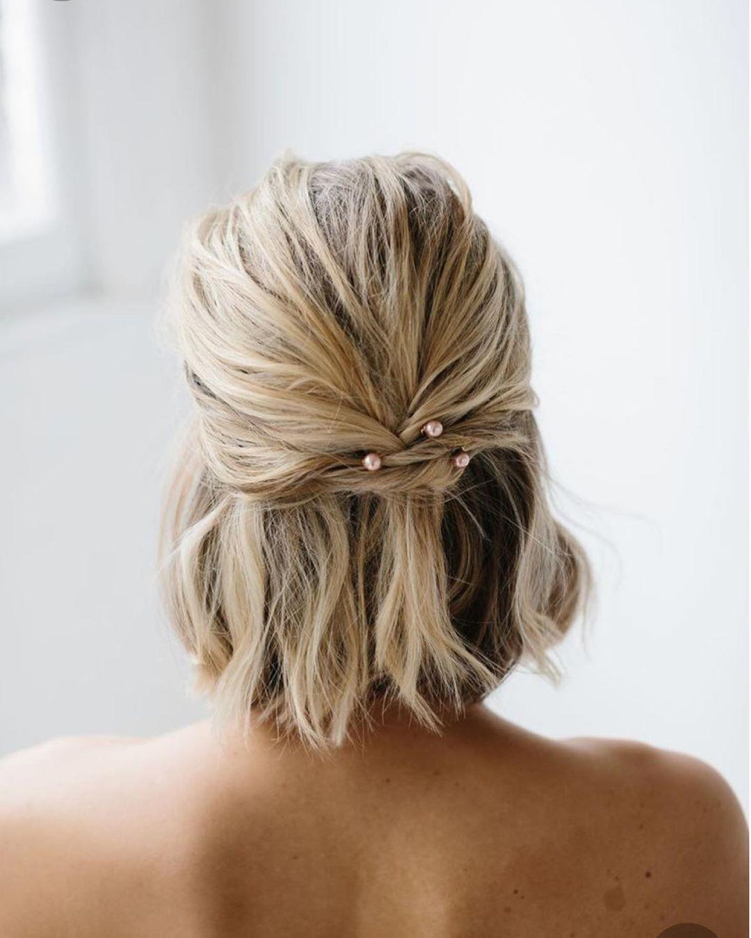 تسريحات للشعر القصير للمناسبات ـ الشعر الملتوي من الخلف