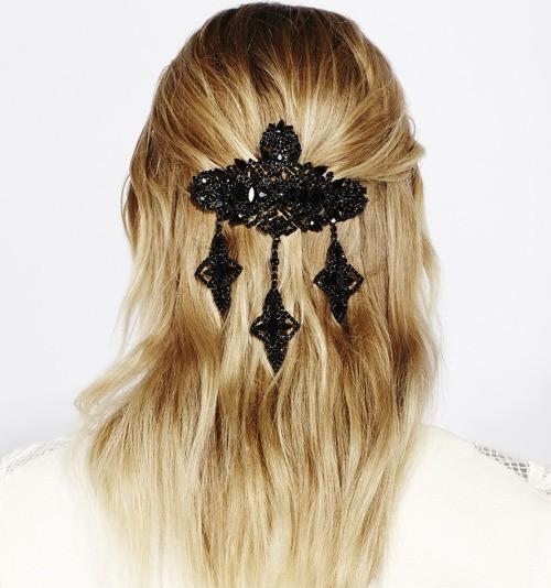 تسريحات للشعر الطويل للمناسبات ـ مشابك الشعر