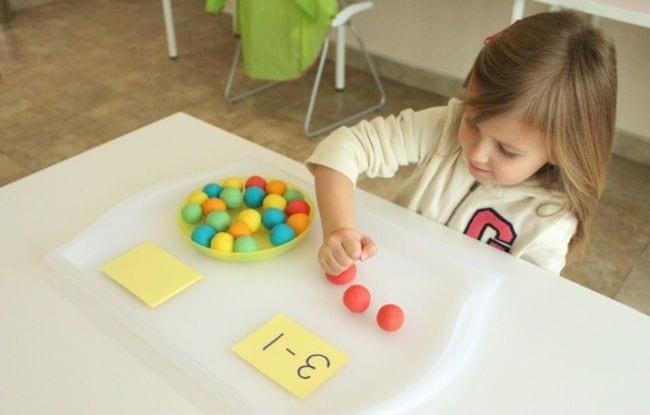 تعليم الطرح للأطفال ـ لعبة سحق كرات الصلصال