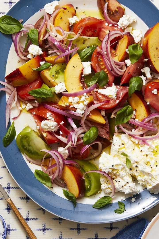 سلطات للمشاوي- طريقة عمل سلطة الطماطم والخوخ والريحان