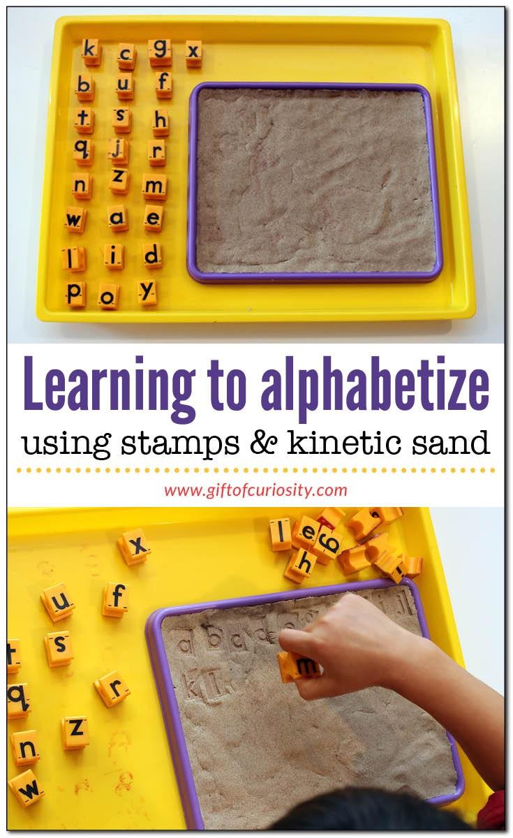 فوائد اللعب بالرمل للأطفال ـ الطباعة على الرمل