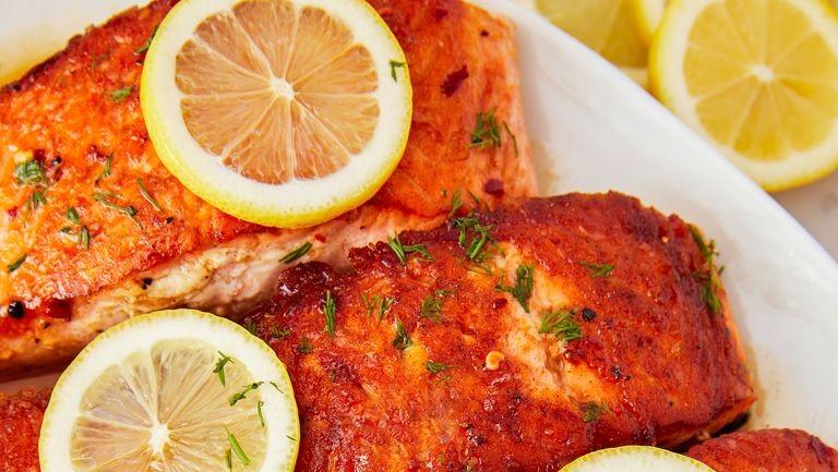 السمك السلمون ـ طريقة عمل السمك السلمون المقلي