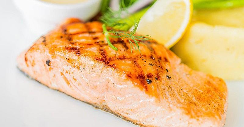 السمك السلمون ـ طريقة عمل وصفة سمك السلمون بالريحان