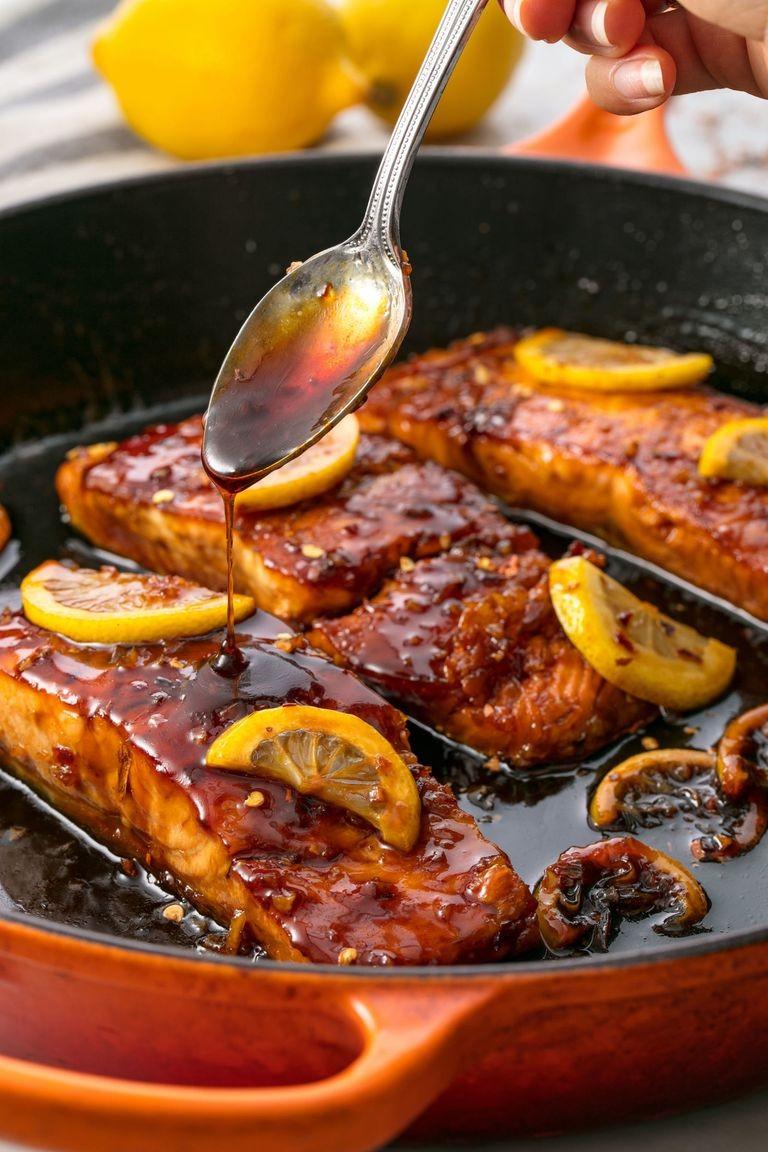 السمك السلمون ـ طريقة عمل سمك السلمون بالثوم والعسل