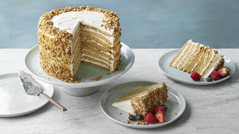 7 حلويات شهيرة من المطبخ العالمي ـ كيك العسل الروسية
