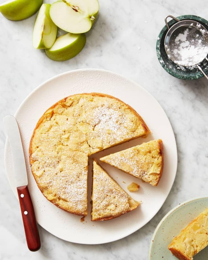 7 حلويات شهيرة من المطبخ العالمي ـ كيك التفاح الفرنسي