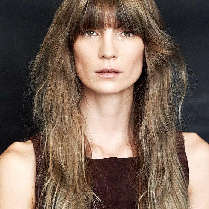 تسريحات الشعر للجبهة العريضة ـ الشعر الطيل مع غرة طويلة