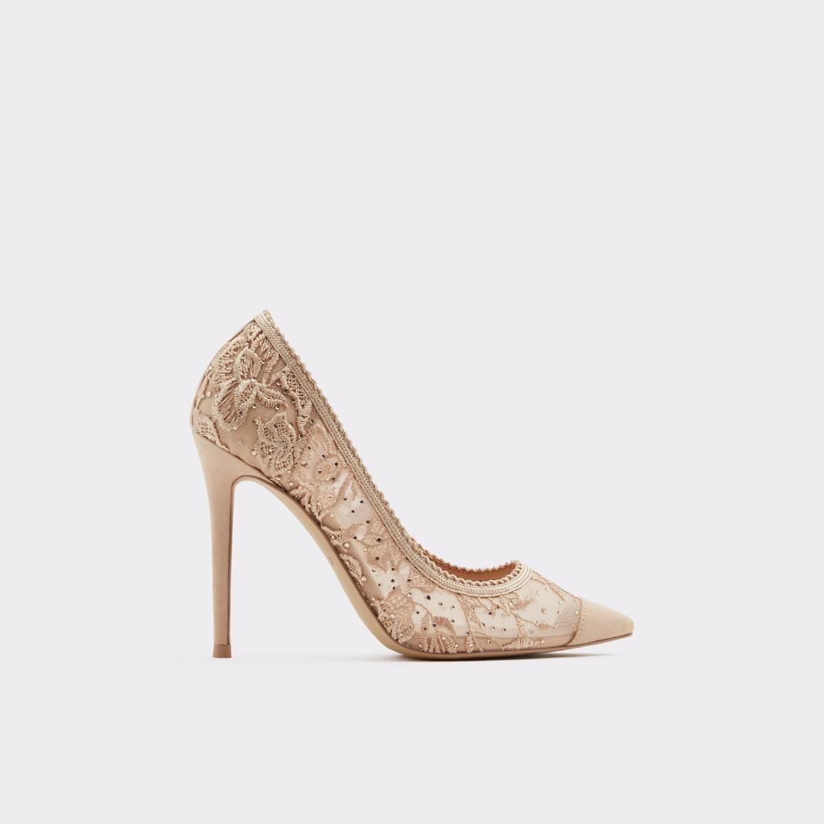 فستان سواريه باللون الجنزاري ـ حذاء بيج دانتيل