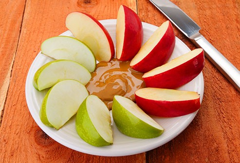 الشوكولاتة للحامل ـ التفاح وزبدة الفول السوداني