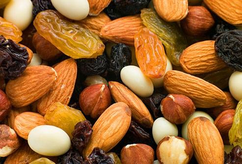 الشوكولاتة للحامل ـ امزيج المكسرات والفواكه