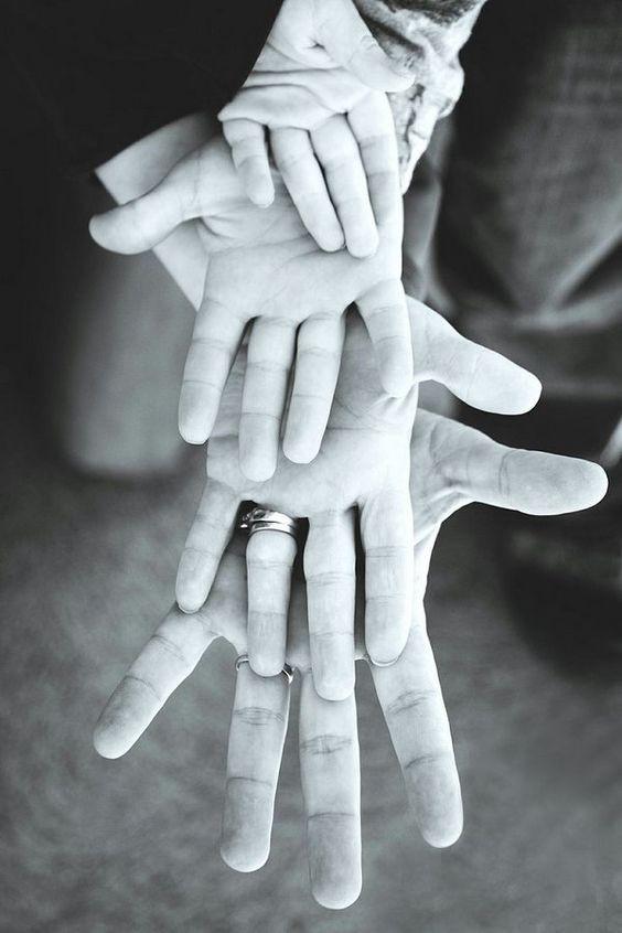 أفكار للصور العائلية المبتكرة ـ الأيادي المحتضنة