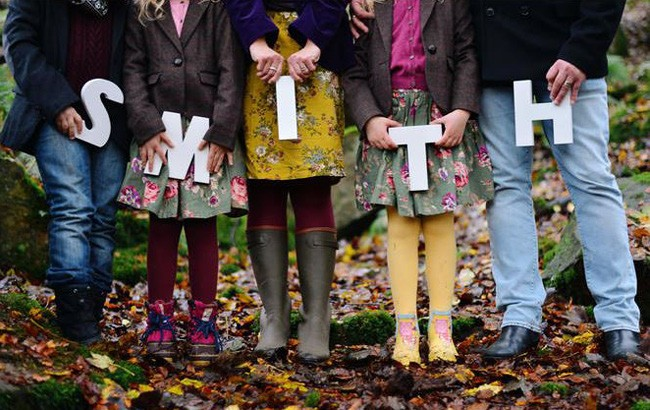 أفكار للصور العائلية المبتكرة ـ اسم العائلة