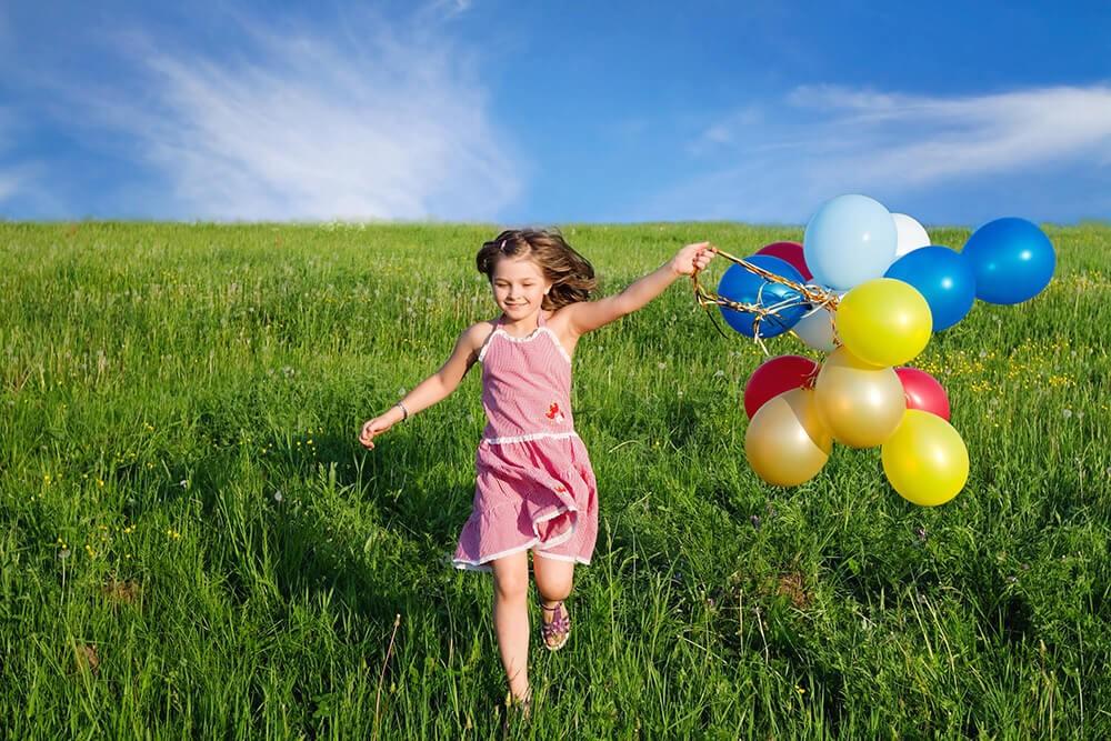 أفكار للصور العائلية مبتكرة ـ الطفل مع البالونات