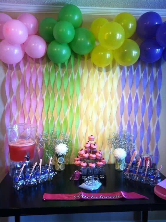 طريقة عمل أشكال بالبالونات لأعياد الميلاد - بالونات مع أشرطة ملونة