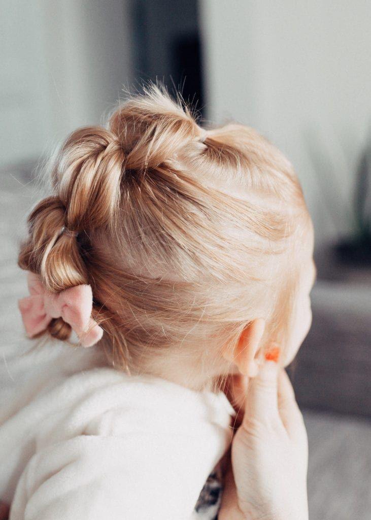 تسريحات للاطفال الصغار - الضفيرة المقوسة