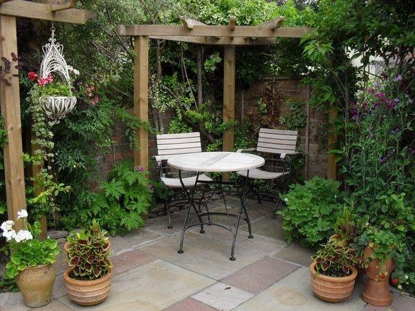 كيفية عمل حديقة منزلية صغيرة - حدائق بها مكان للجلوس1