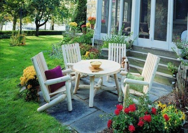 كيفية عمل حديقة منزلية صغيرة - حدائق بها مكان للجلوس2