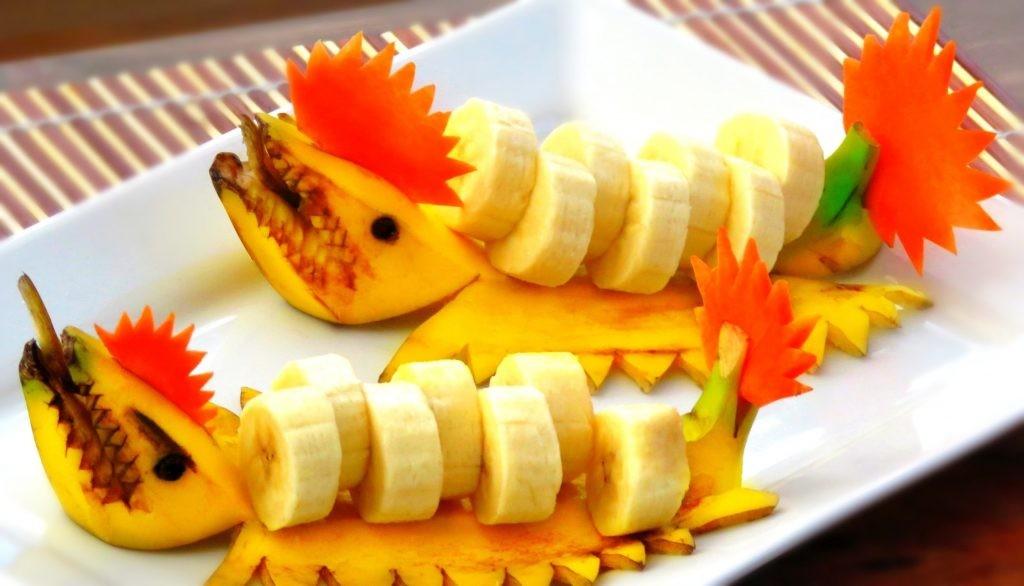 طريقة تقطيع الموز - تقطيع الموز على شكل سمكة قرش