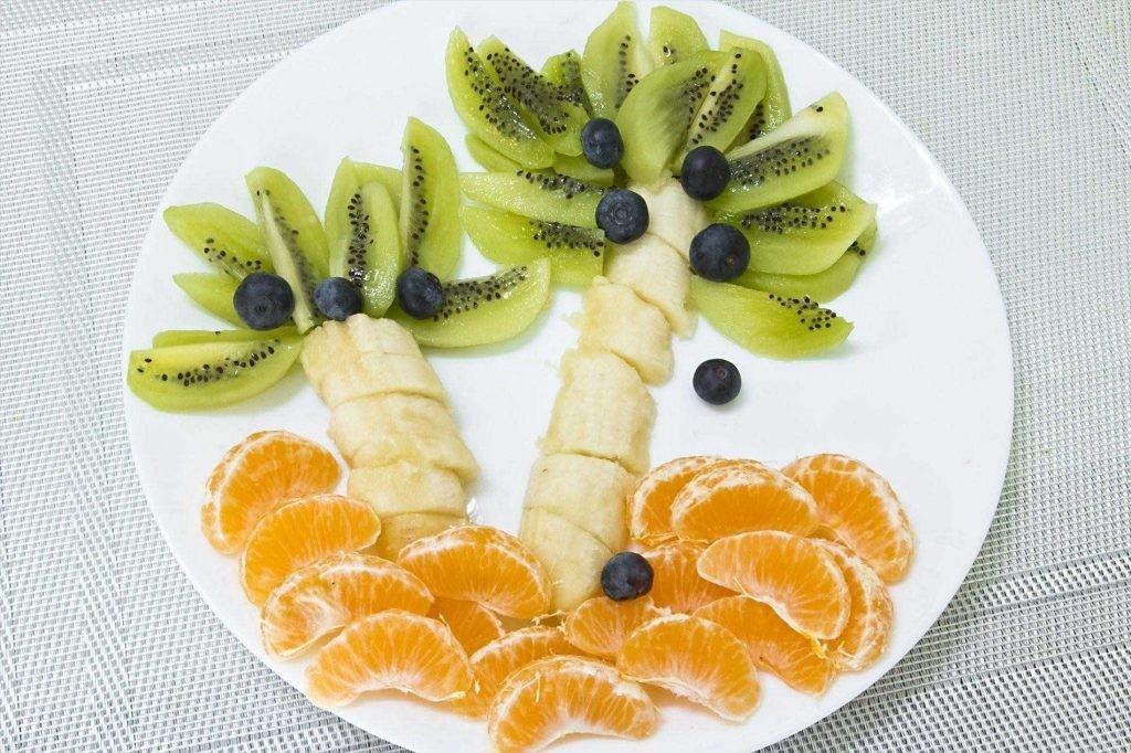 طريقة تقطيع الموز - تقطيع الموز على شكل شجرة النخيل