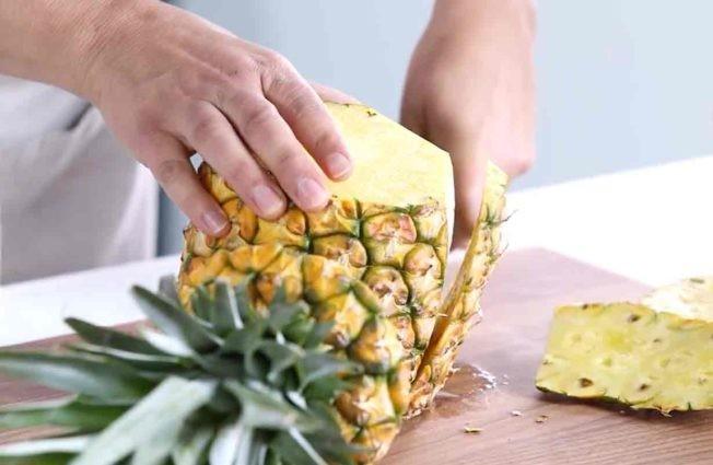 طرق تقطيع الفاكهة لتزيين التورتة - طريقة تقطيع الأناناس 2