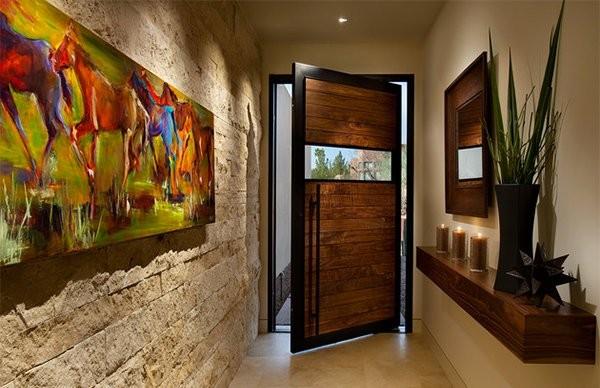 بالصور ديكور مدخل المنزل باللون البني-باب ولوحات