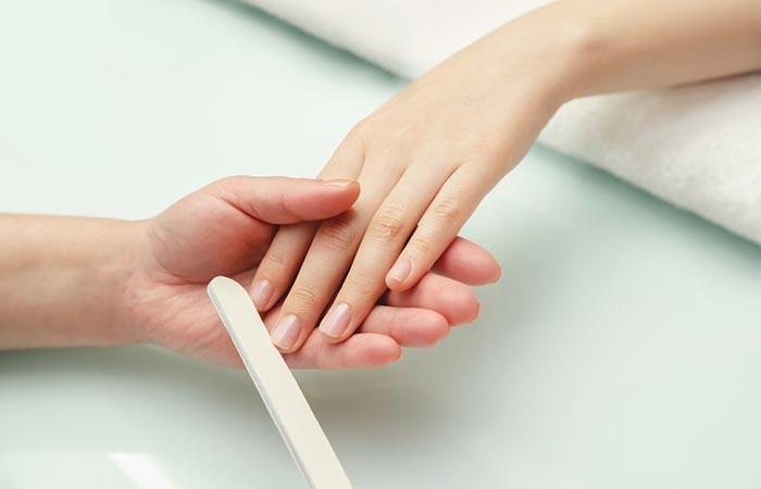 كيف أزيل المناكير من الأظافر بدون مزيل أدوات العناية بالأظافر مبرد أظافر