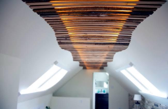 ديكورات-سقف-معلق-خشب-بالخطوط-العرضية