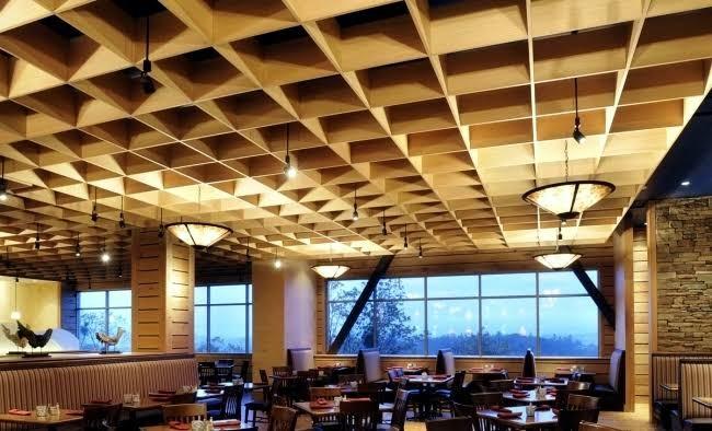 ديكورات-سقف-معلق-خشب-سقف-خشبي-مكون-من-مربعات
