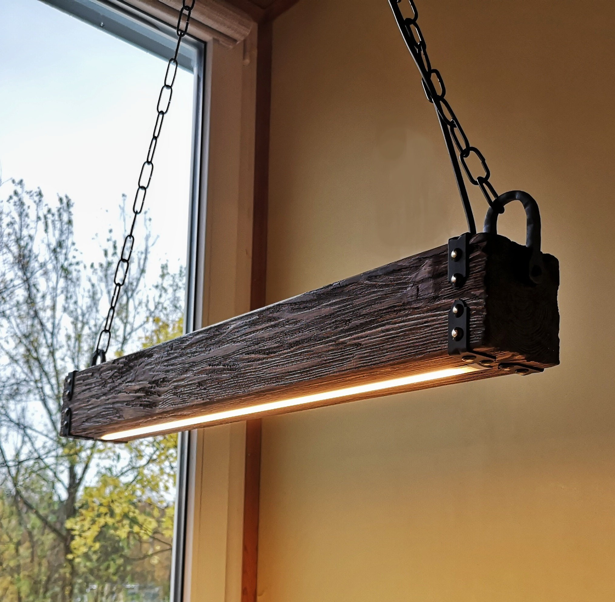 ديكورات-سقف-معلق-خشب-إضاءة-بالخشب